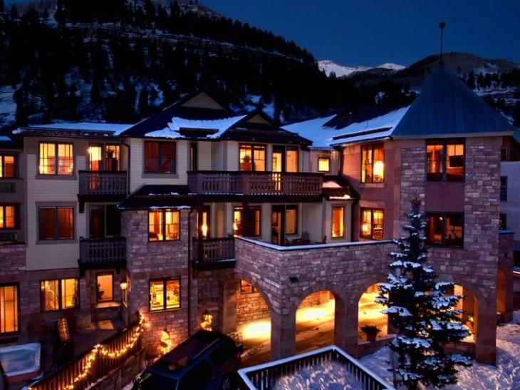 Hotel Telluride: Top 5 Dog-Friendly Ski Resorts l NomNomNow Blog